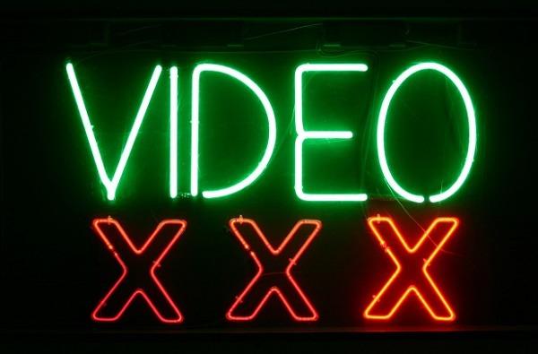 """La Policía Nacional alerta de una nueva estafa: """"Tenemos un vídeo tuyo visitando webs para adultos"""""""
