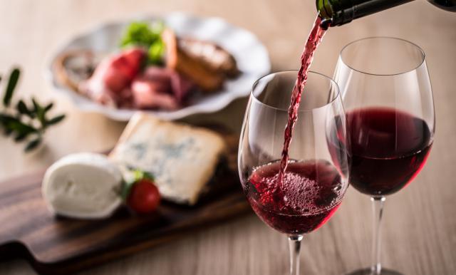El vino tinto mejora la salud intestinal