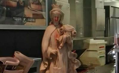 Polémica por la Virgen del Carmen del Mcdonald de Talavera
