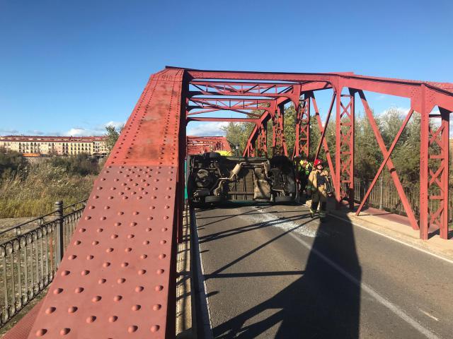 Accidente de tráfico en el 'Puente de Hierro', en Talavera