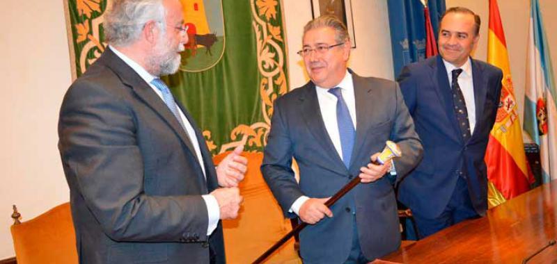 Zoido ministro del interior dio el preg n en el teatro for Zoido ministro del interior