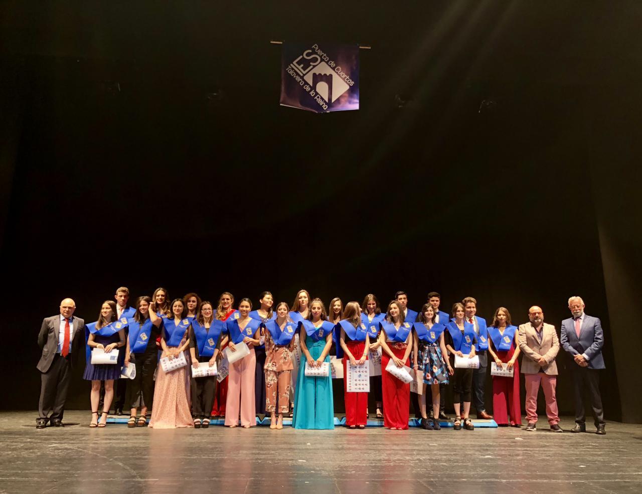 Multitudinaria graduación de los alumnos de 2º de Bachillerato del ...